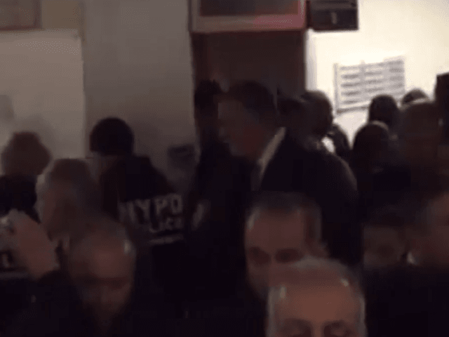 NYPD officers turn their backs on De Blasio (Screenshot / YouTube)