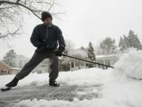 snow-shovel-AP