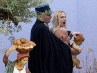 topless-femen-vatican-christmas-protest-ap