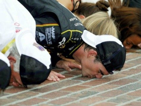 Jeff Gordon Kisses Bricks