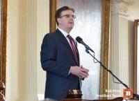 Lt-Governor-Dan-Patrick-on-Senate-Dias