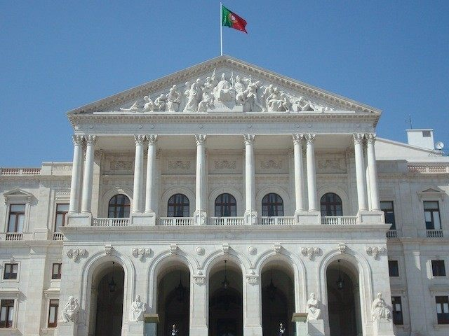 Portuguese_Parliament_building_front_fachade