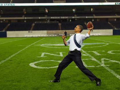 Obama throws football (White House / Wikimedia Commons)