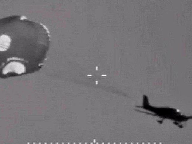 plane_parachute_150126_16x9_992