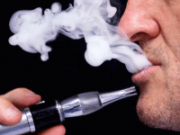 E-cigarette (Regis Duvignau / Reuters)
