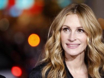 Julia Roberts attends the premiere of 'Valentine's Day' at the Grauman's Chinese theatre in Hollywood