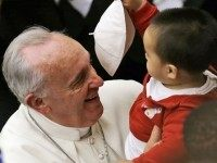 pope-francis-kid-removes-hat3