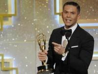 rodner_figueroa_accepts_award_outstanding_daytime_talent_in_spanish_el_gordo_y_la_flaca
