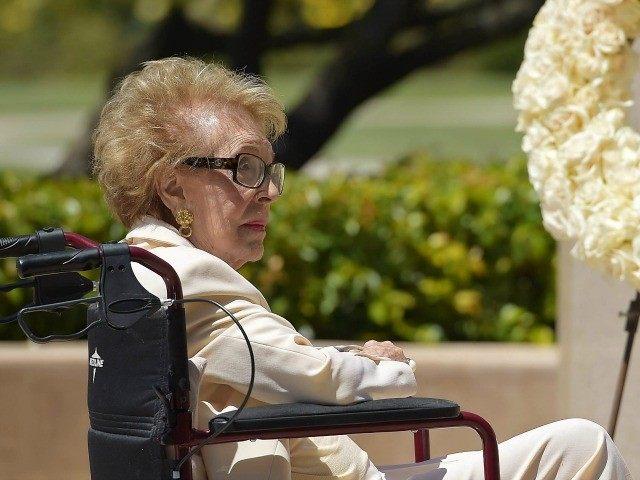 photos nancy reagan dies
