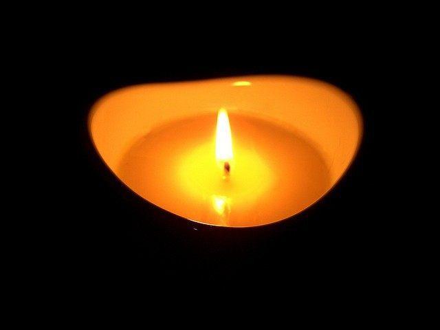 Memorial Candle (ArcheiaMuriel / Flickr / CC)