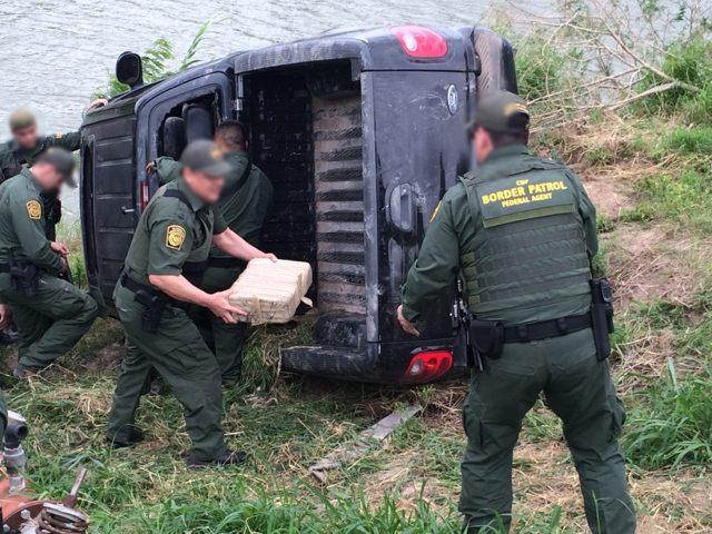 Border Patrol agents seize a drug load near the Rio Grande