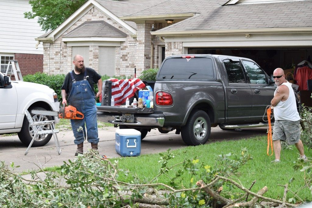 Neighbors helping neighbors in Northwest Houston. Breitbart Texas Photo by Bob Price