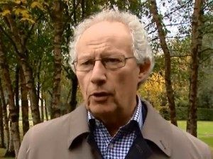 Former First Minister Henry McLeish says Miliband must deal with SNP.