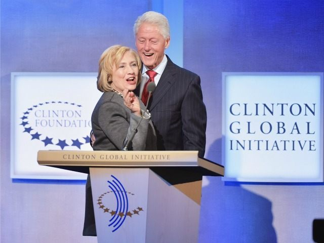 NITED STATES, New York : NEW YORK, NY - SEPTEMBER 22: Former US Secretary of State Hillary Clinton and husband, Former U.S. President Bill Clinton address the audience during the Opening Plenary Session: Reimagining Impact for the Clinton Global Initiative on September 22, 2014 at the Sheraton New York Hotel …