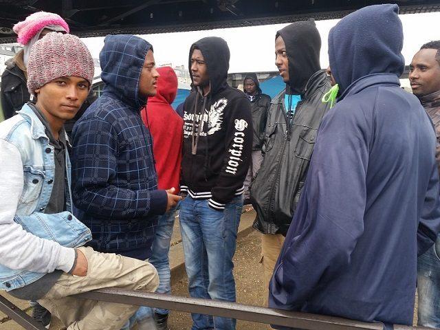 paris migrants 640