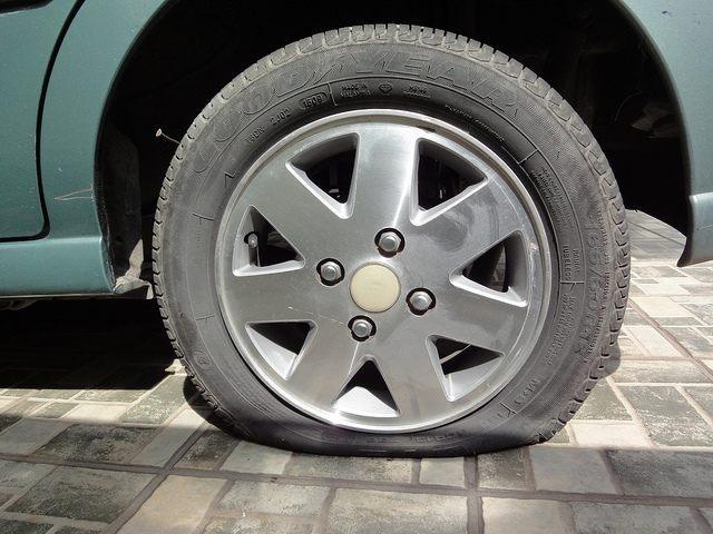 Flat tire (Marufish / Flickr / CC)