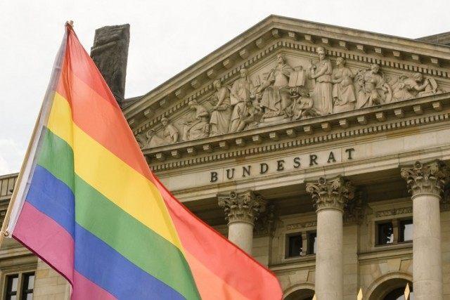 Bundesrat Debates Gay Marriage As Activists Demonstrate