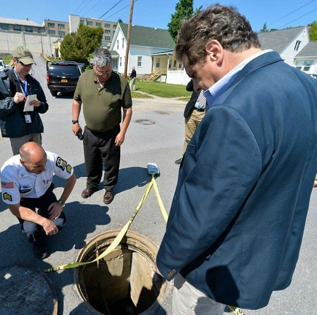 New York Gov. Andrew Cuomo inspects a manhole where two prisoners escaped over the weekend.