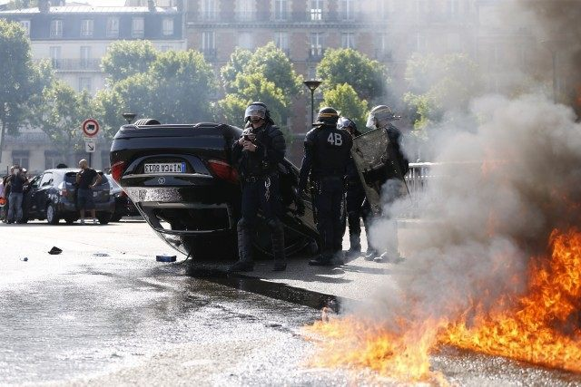 FRANCE-TRANSPORT-TAXIS-SOCIAL-MOVMENT-DEMO