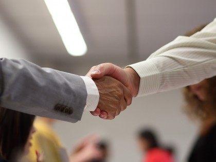 Handshake (Justin Sullivan / Getty)