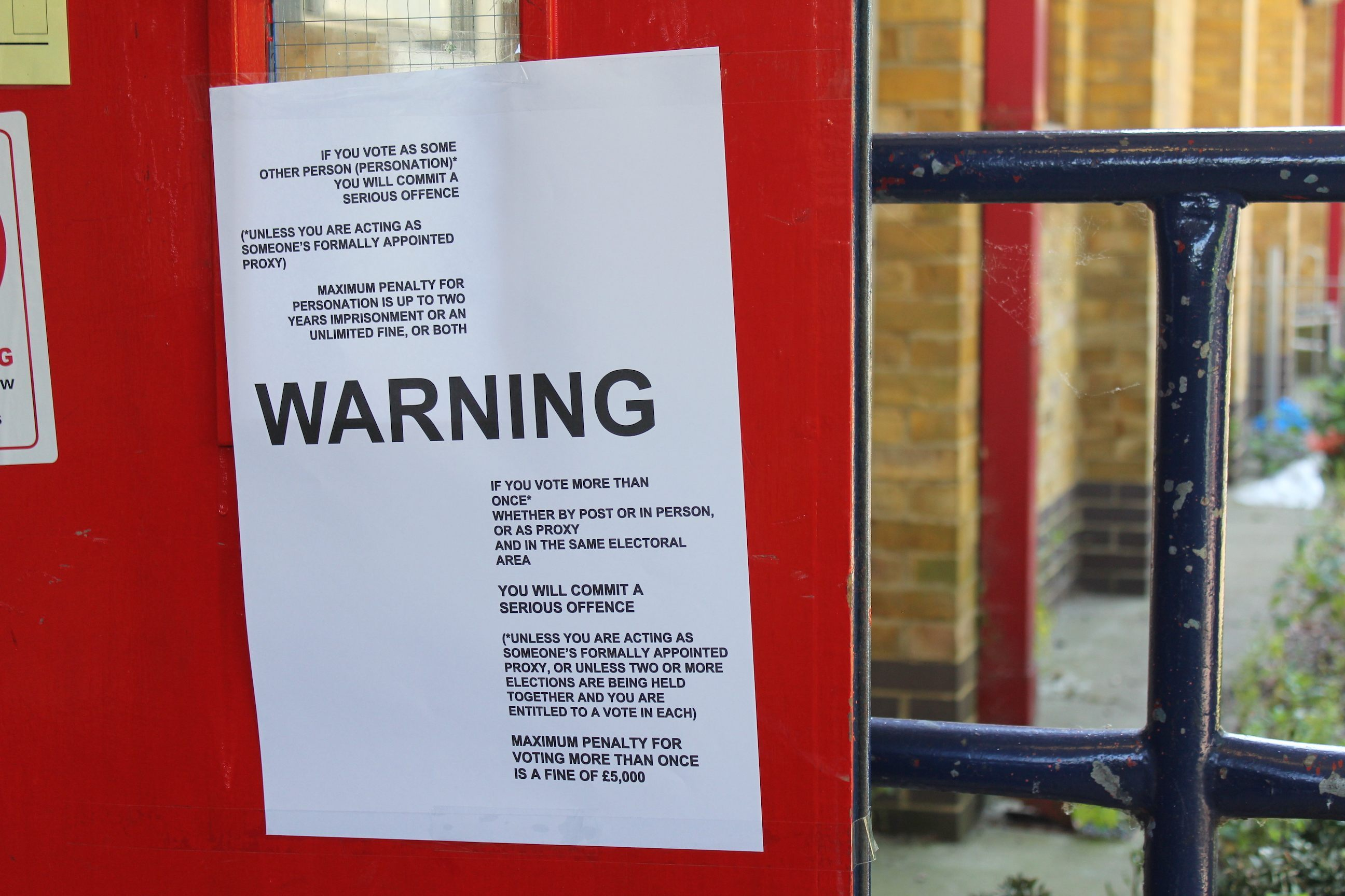 An unprecedented 'warning' sign at a polling station