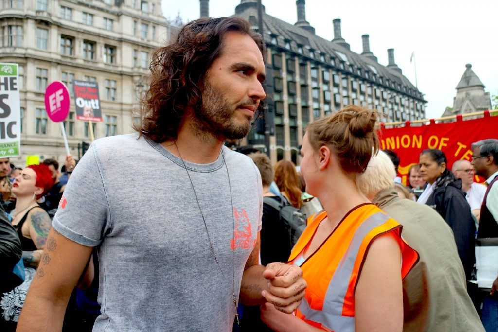 Russell Brand Didn't Stop to Chat to His Fellow Protesters (Raheem Kassam/Breitbart London)