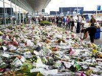 MH17-tribute-flowers-afp