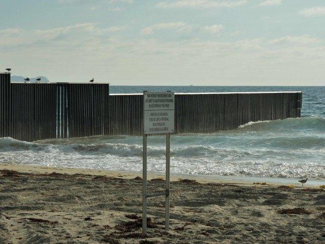 Mexico border sea beach (Mark Ralston / AFP / Getty)