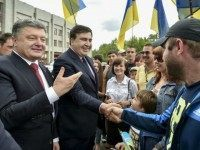 Poroshenko-and-Saakashvili-ap