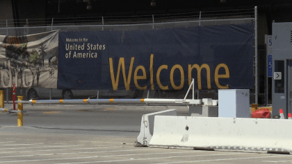 Sign Welcoming at Border