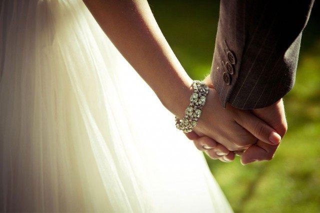 bride_groom_hands