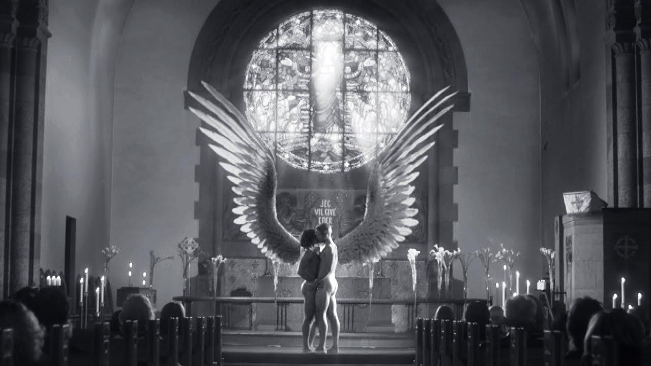 Børn-tv-vært kommer ud i homoseksuel, præst-sex kirke-video mister job Breitbart-2696