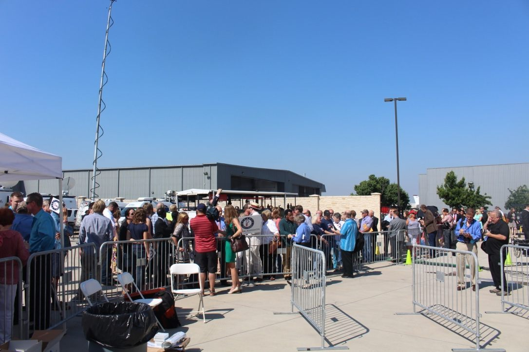 Supporters lining up outside a hangar at the Addison Airport, braving the sunny mid-90s weather. Photo by Cassi Pollock.