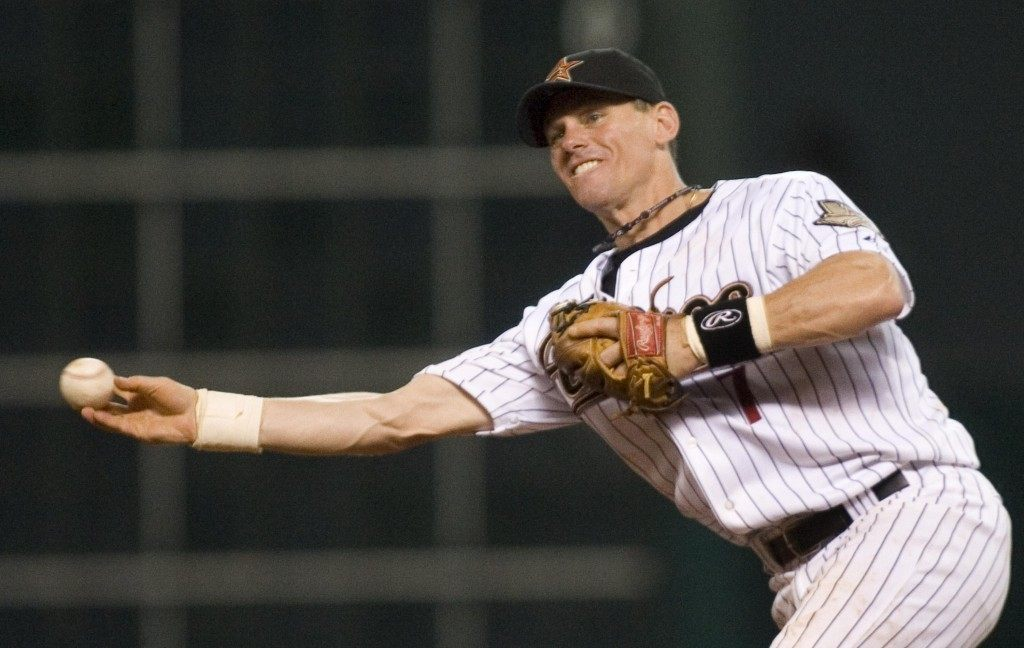 (AP CAPTION) Houston Astros second baseman Craig Biggio throws out Philadelphia Phillies' Shane Victorino during the third inning of a baseball game Monday, July 2, 2007 in Houston. (AP Photo/Dave Einsel)