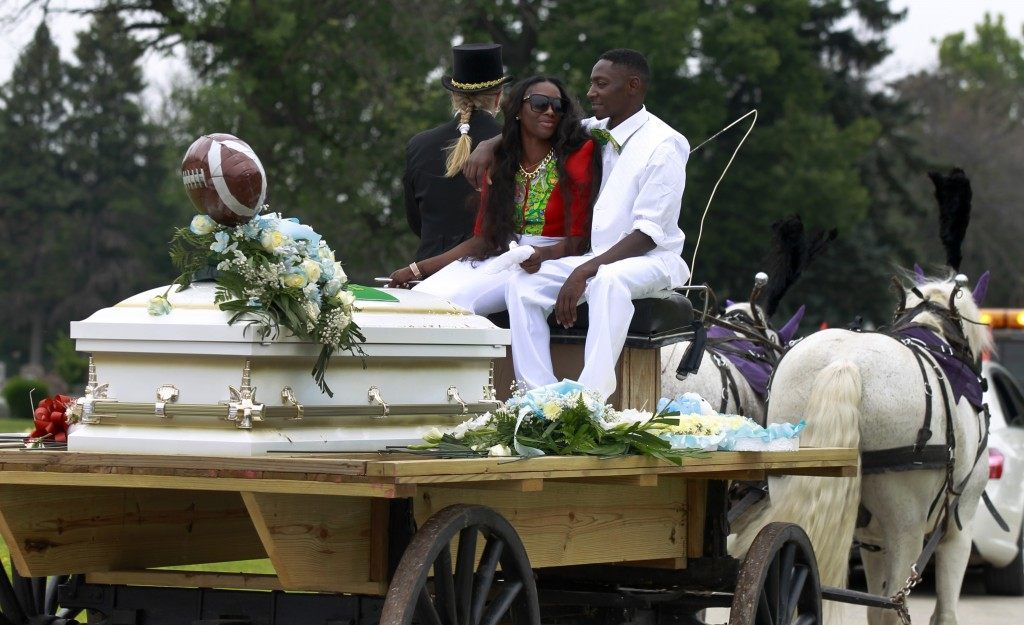 Antonio Brown and Amber Hailey accompany the casket of their 7-year-old son, Amari Brown, on a horse-drawn carriage at the Oakridge-Glen Oak cemetery in Hillside, Ill. (AP Photo/Christian K. Lee)