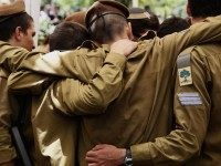 Israeli soldiers mourn Steinberg (Gali Tibbon / AFP / Getty)