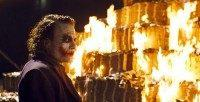 Joker_burns_money