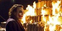 Joker_burns_money