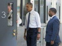 US President Barack Obama, alongside Charles Samuels (R), Bureau of Prisons Director, and Ronald Warlick (L), a correctional officer, looks at a prison cell as he tours a cell block at the El Reno Federal Correctional Institution in El Reno, Oklahoma, July 16, 2015. Obama is the first sitting US President to visit a federal prison, in a push to reform one of the most expensive and crowded prison systems in the world. AFP PHOTO / SAUL LOEB