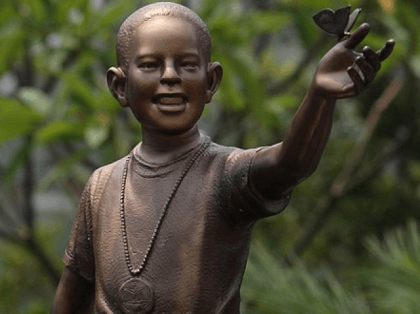 Obama child statue (Associated Press)
