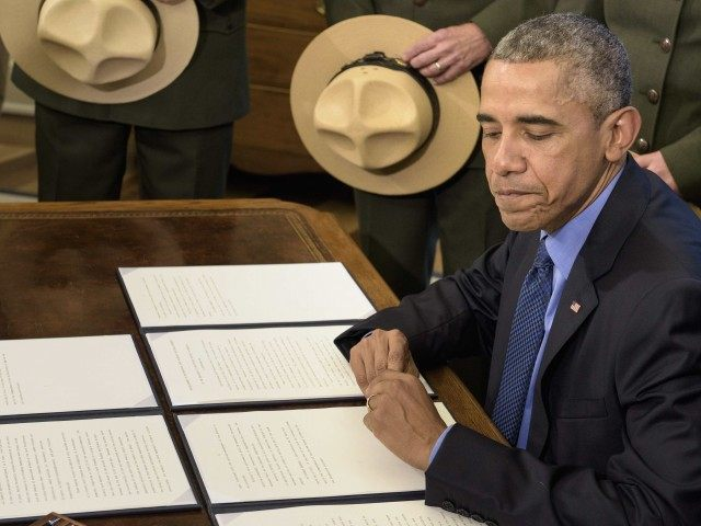 Obama papers (Brendan Smialowski / AFP / Getty)