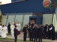 abc_pope_burger_king_02_jc_150709_16x9_992