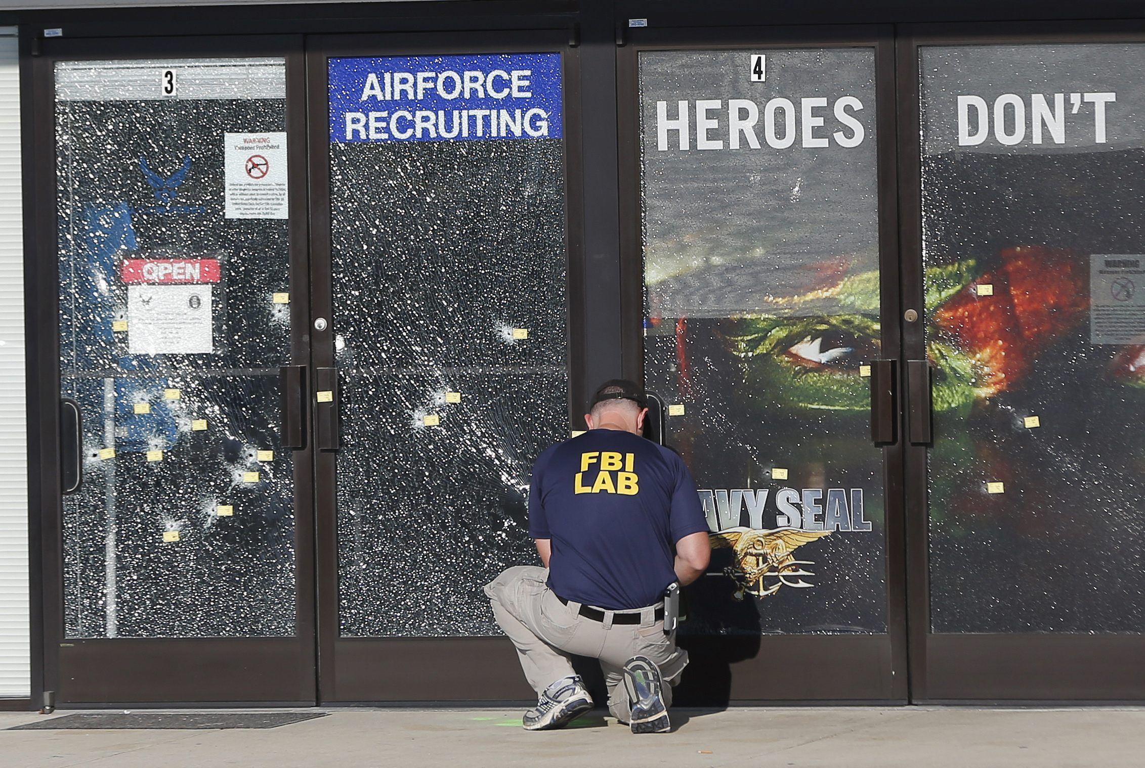 Navy Commander Confirms He Fired at Mohammad Abdulazeez with His 'Personal Weapon'