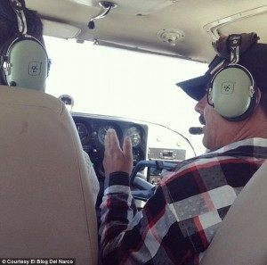 Photo claiming to show the fame capo El Chapo Guzman on an airplane