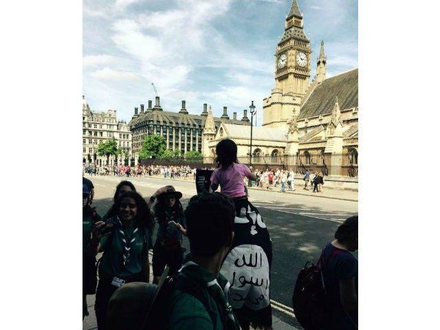 Islamic State flag in london
