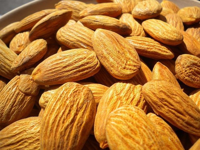 Almonds (HealthAliciousNess / Flickr / CC)