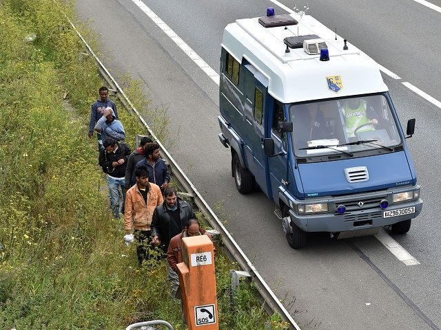FRANCE-EUROPE-MIGRANTS-GANGS-POLICE