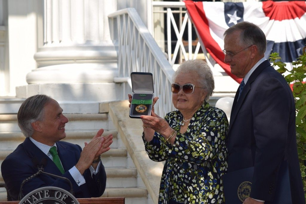 Elizabeth Denman, sister of Lt. Colonel Ed Dyess, accepts the Texas Legislative Medal of Honor from Texas Governor Greg Abbott. (Photo: Breitbart Texas/Bob Price)