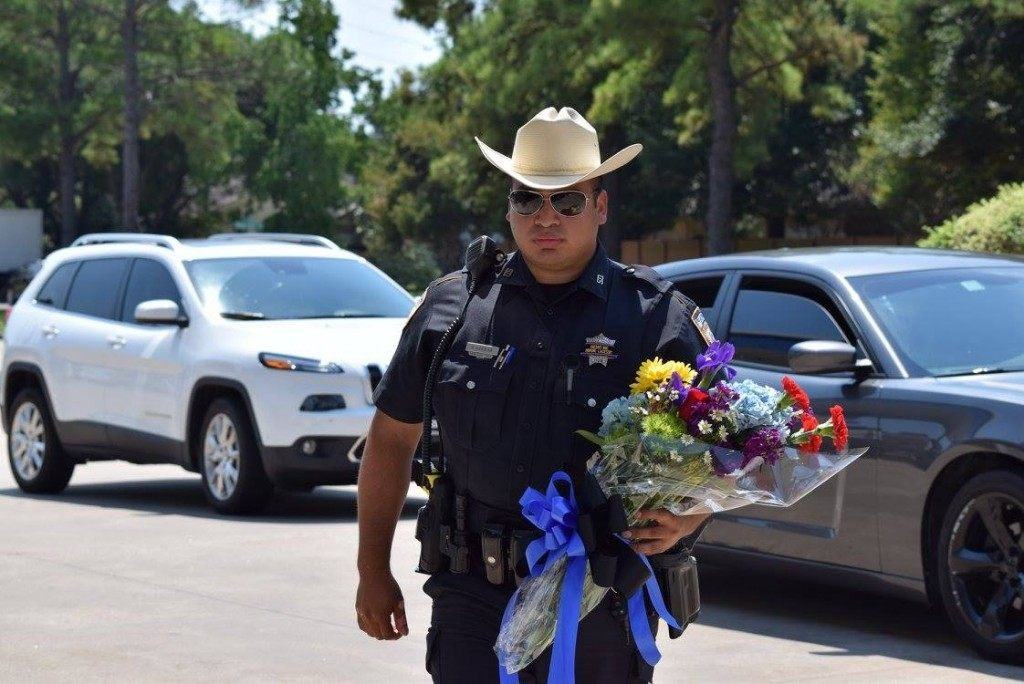 A Harris County Deputy arriving to memorial with flowers. (Photo/Breitbart Texas/Bob Price)