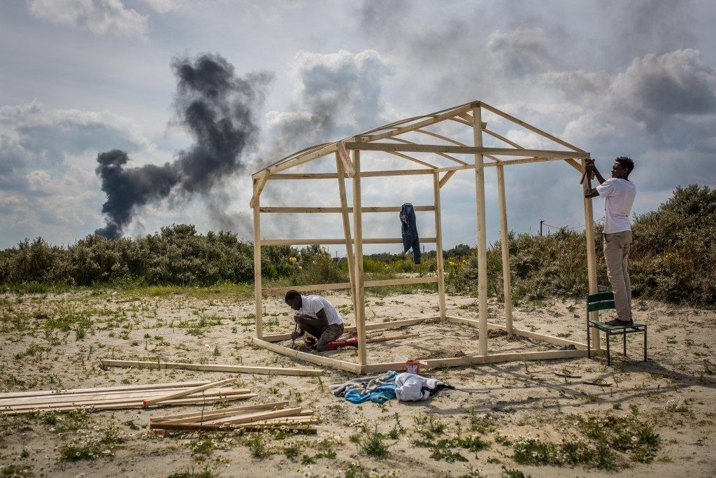 Gamal and Sabry from Sudan build a wooden structure (Rob Stothard/Getty Images)